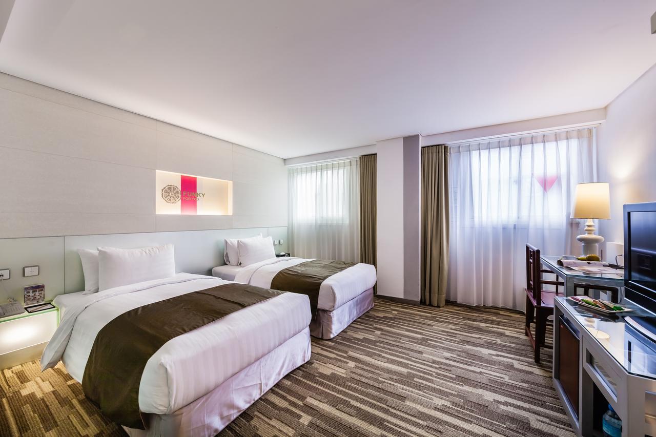 洛碁大飯店|舞衣新宿中山館